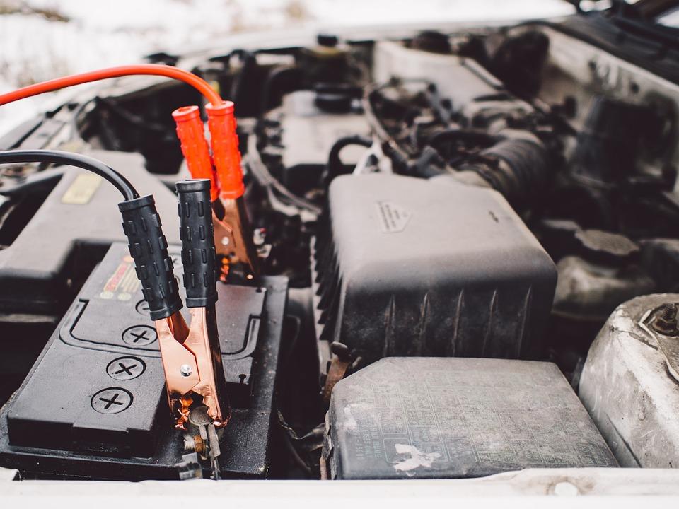バッテリー上がりの原因とは?どのようにして電気が消耗されるの?