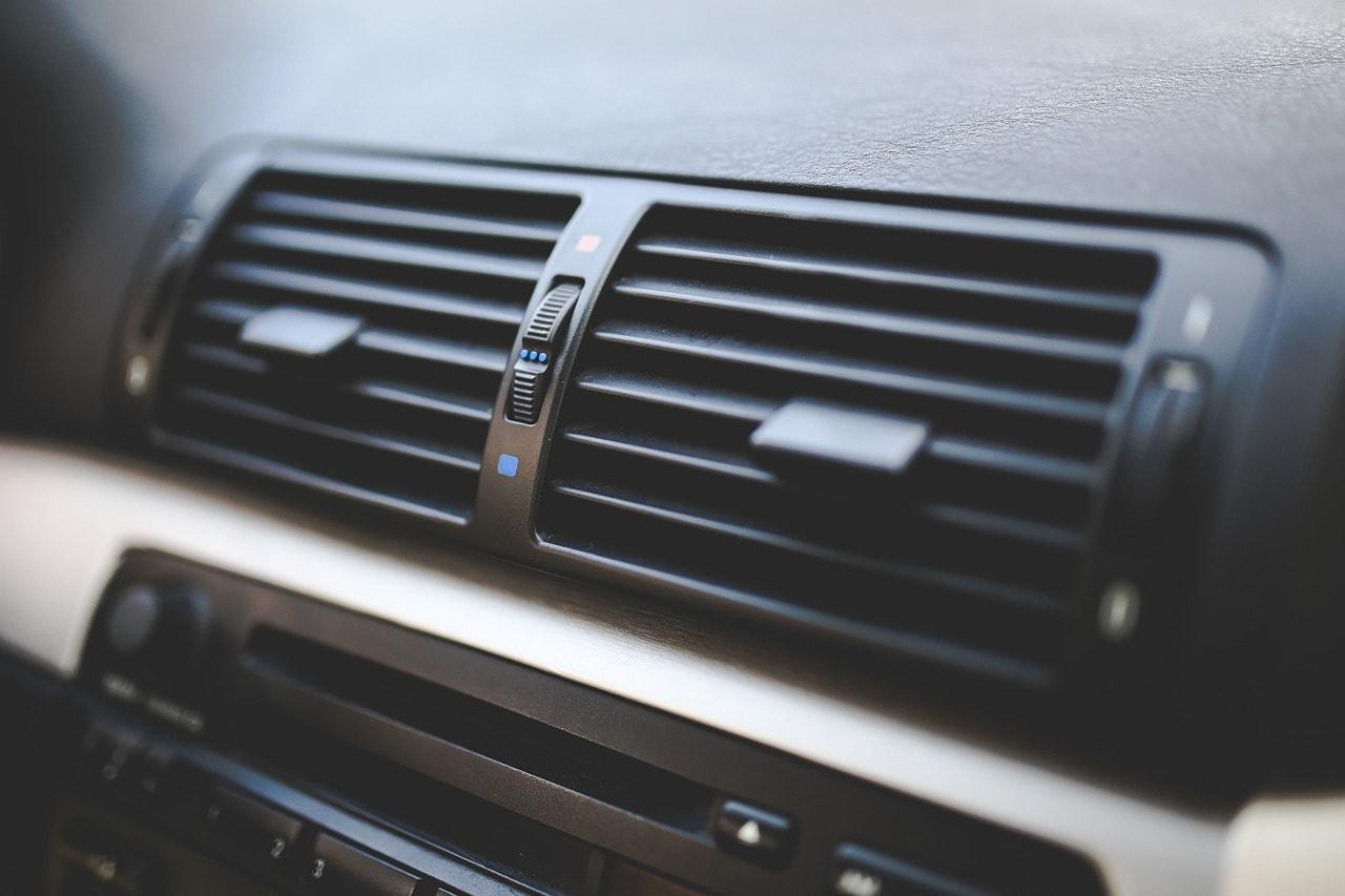 風がぬるい?ワゴンRのエアコンが効かない原因は?【クーラーガス】
